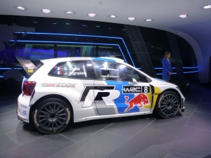 Volkswagen WOWS Visitors with Translucent Displays