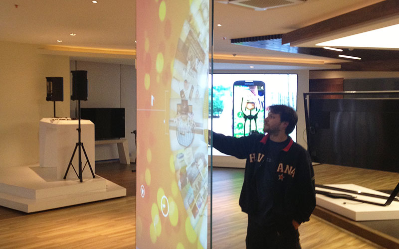 High Performing Touch Displays with 100 Points