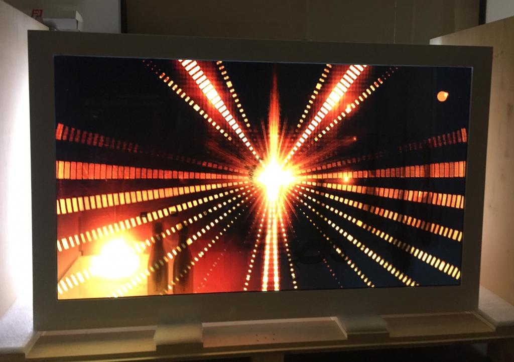 Transparent showcase 21.5